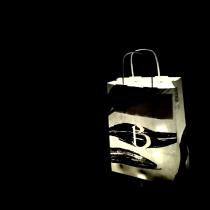 On a rangé les décorations de Noël à la cave, dans un sac. Mais l'esprit de Noël est puissant et il a rallumé nos guirlandes !  #noel #guirlandelumineuse #lumiere #the #beautiful