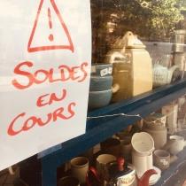 Ah tiens, c'est le soldes chez Bonthés ? • #soldes2019 #porcelaine #theiere #tasse #fonte #serax